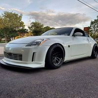 White 2003 Nissan 350Z on Black Cosmis XT-206R