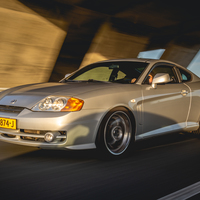 Silver/Chrome 2003 Hyundai Tiburon on Silver/Chrome Barracuda Velvet